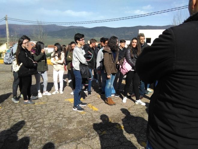 3-__foto_de_grupo_en_el_camino_a_pie_hacia_el_batolito_del_cerro_san_cristobal
